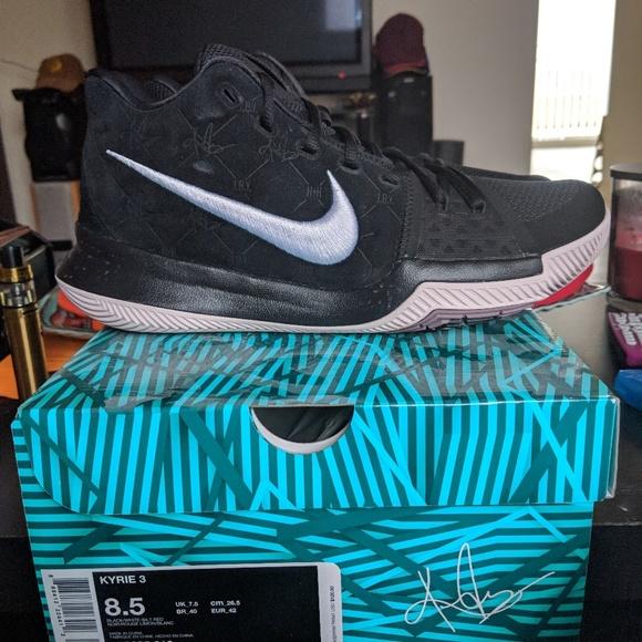 d6b84afc9898 Nike Kyrie 3